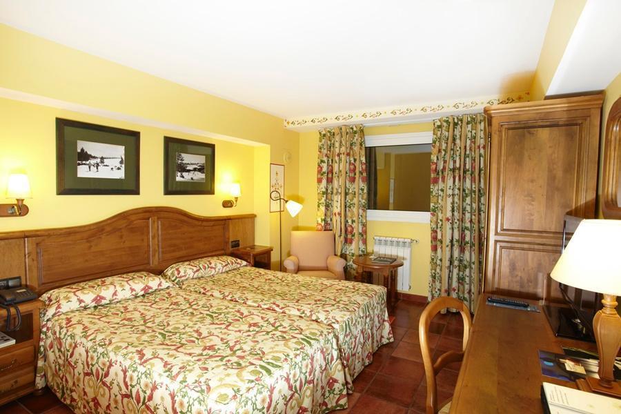 Hotel ski plaza canillo for Hotel familiar andorra